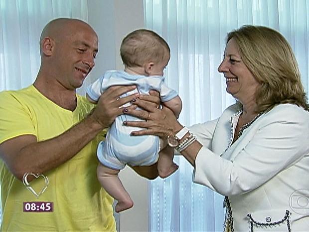 Filho encontra a mãe biológica após 34 anos e apresenta o filho de seis meses (Foto: Mais Você / TV Globo)