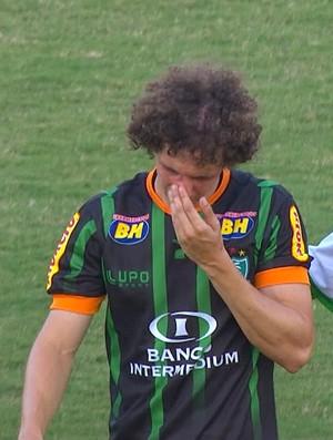 Roger fratura o nariz em jogo contra o Palmeiras  (Foto: Reprodução/ Premiere )