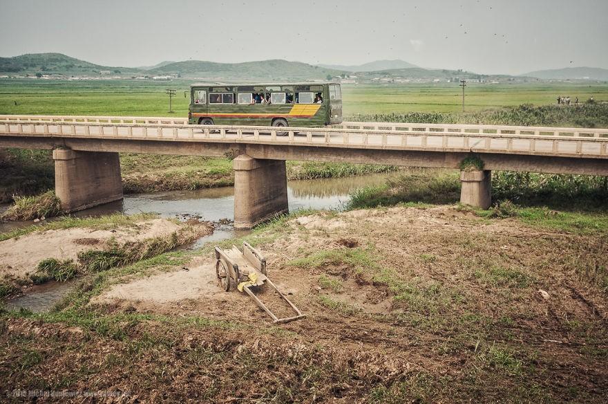 Para se locomover de uma cidade a outra, os norte-coreanos precisam de autorização prévia (Foto: Michal Huniewicz)