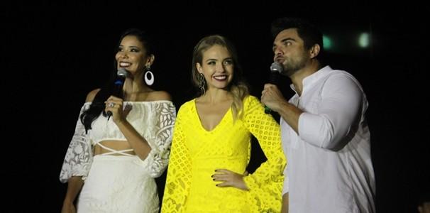 Niara Meireles, Taís Lopes e Daniel Viana apresentaram o Especial Encanta Ceará 2015. (Foto: Luanna Gondim / TV Verdes Mares)
