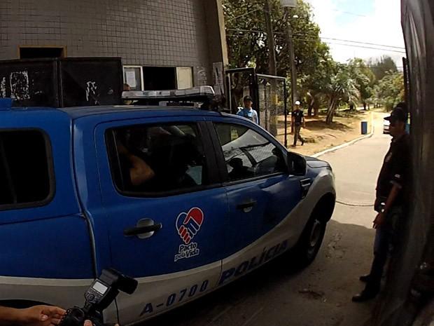 Médica investigada por morte de jovens deixa hospital em Salvador (Foto: Imagens/ Tv Bahia)