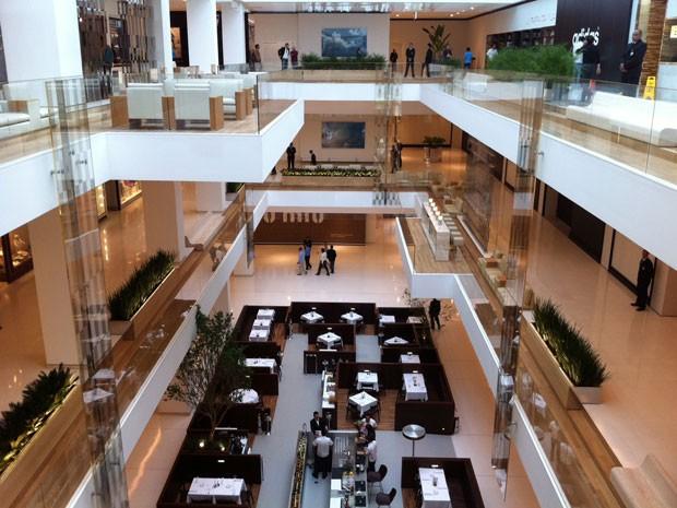 G1 - Shopping JK abre as portas com comemoração dos lojistas ... a3a477d54e210