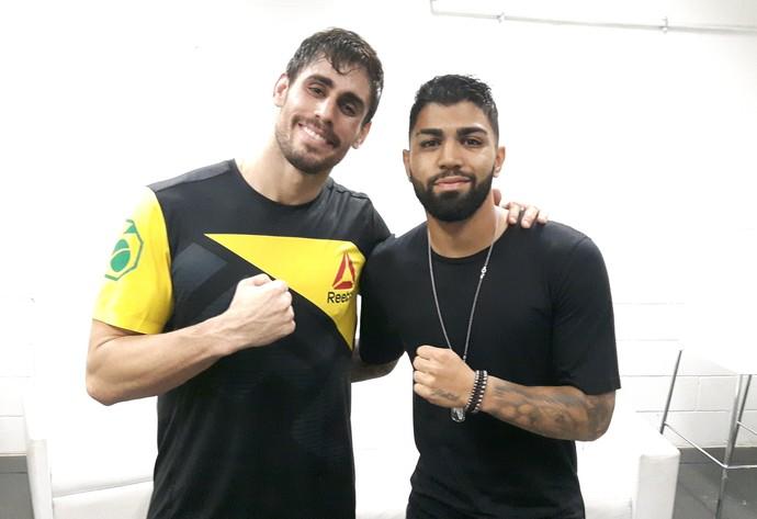 Antônio Cara de Sapato e Gabigol nos bastidores do UFC Rio 8 (Foto: Marcelo Barone)