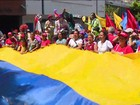 Mulheres governistas fazem passeata em apoio a Maduro na Venezuela