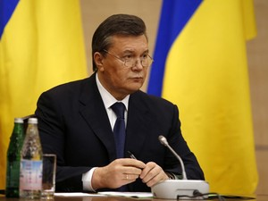 O presidente deposto da Ucrânia, Viktor Yanukovich, durante entrevista nesta sexta-feira (28) em Rostov (Foto: Pavel Golovkin/AP)