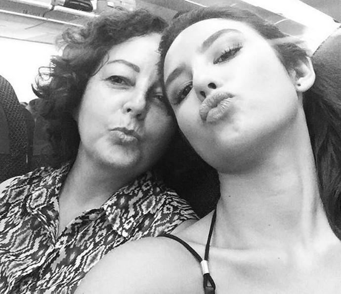 Yanna e a mamãe mamãe Lucia: boa alimentação vem de casa (Foto: Arquivo Pessoal)