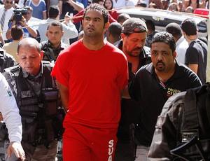 Bruno preso BH  (Foto: Domingos Peixoto/Agência o Globo)