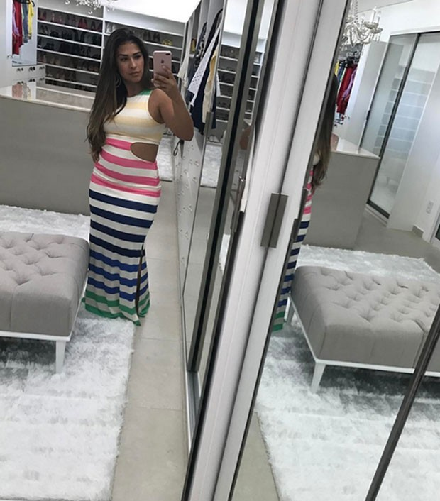 Simone exibe closet (Foto: Reprodução)