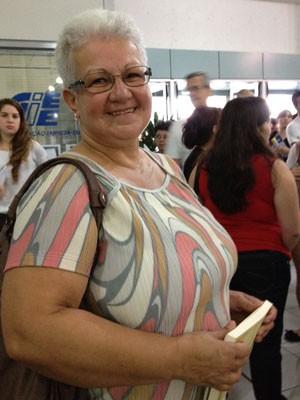 Ivônia de Assis Costa, de 55 anos, chega para fazer a prova da Fuvest (Foto: Ana Carolina Moreno/G1)