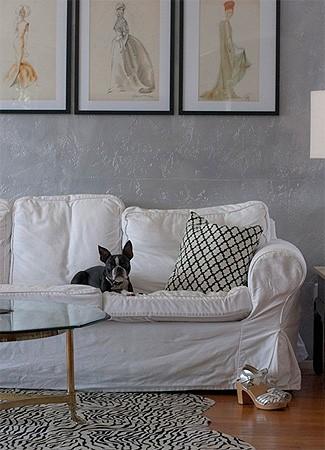 Capa para o sofá é uma boa pedida para manter a casa limpa. (Foto: desiretoinspire.net)