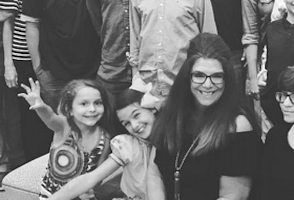 A jovem Suri Cruise, filha de Tom Cruise e Katie Holmes, em uma reunião de família (Foto: Instagram)