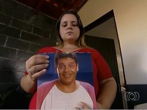 Filha de Valdebrandes faz denúncia ao MP para apurar doação do corpo do pai, em Goiânia (Foto: Reprodução / TV Anhanguera)
