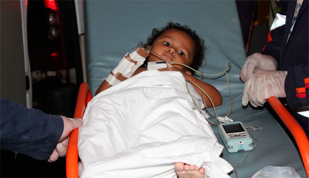 Deyse Kelly Félix da Silva, de 2 anos, ainda foi socorrida com vida (Foto: Marcelino Neto)