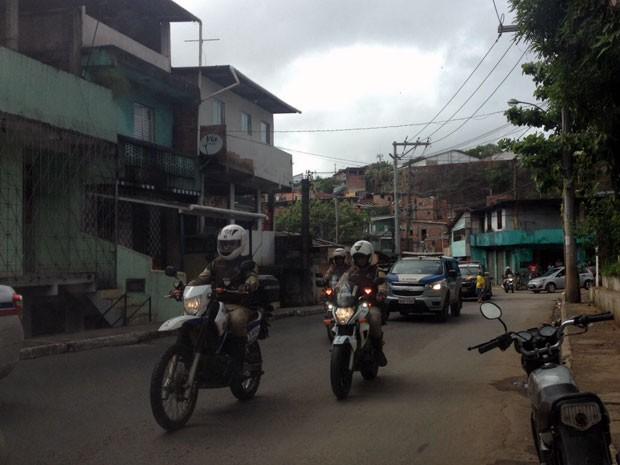 Mais de 20 equipes são vistas em operação na Avenida Suburbana, em Salvador (Foto: Imagem/TV Bahia)