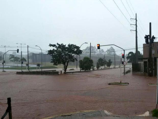 Alagamento em cruzamento de Campo Grande (Foto: Rui Spinola / Arquivo Pessoal)