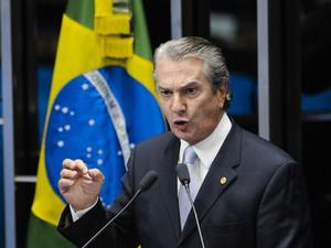 O senador e ex-presidente Fernando Collor, durante discurso na tribuna (Foto: Pedro França / Agência Senado)