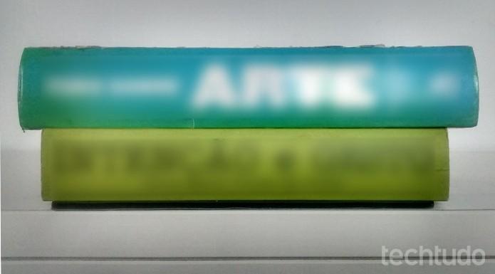 Livros pesados podem desamassar mouse pad (Foto: Raquel Feire/TechTudo)