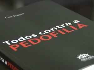 DIV Lança Livro Pedofilia Divinópolis - 01 (Foto: TV Integração/Reprodução)