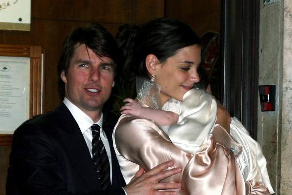 Tom Cruise e Katie Holmes com Suri quando ainda eram um casal (Foto: Getty Images)