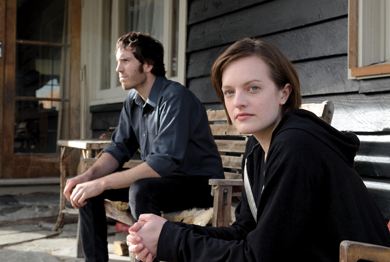 Elizabeth Moss dá vida à protagonista do suspense 'Top of the Lake' (Foto: Divulgação )