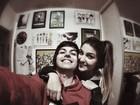 Pê Lanza, do Restart, posa com namorada e se declara: 'Te amo'