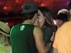 Giovanna Lancellotti beija muito em camarote do Rock in Rio
