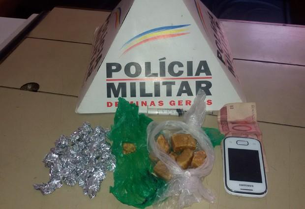 Droga Miraí, MG (Foto: Polícia Militar Miraí/Divulgação)