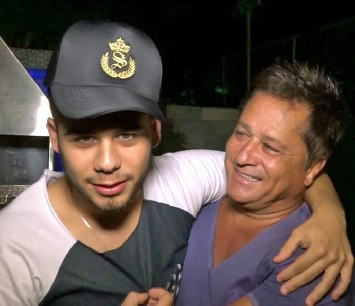 Zé Felipe fez dueto com o pai Leonardo e teve intimidades reveladas  (Foto: TV Globo)
