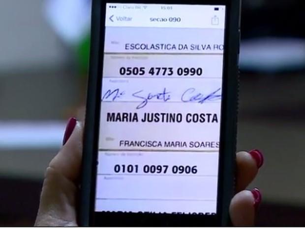 Candidato derrotado em Pescaria Brava apresentou à Justiça canhoto assinado por mulher morta (Foto: Reprodução/RBS TV)
