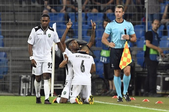 Virgil Misidjan, Jonathan Cafu e Natanael comemoram gol do Ludogorets (Foto: Peter Schneider/Keystone via AP)