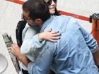 Ricardo Pereira encontra Giovanna Lancellotti em aeroporto