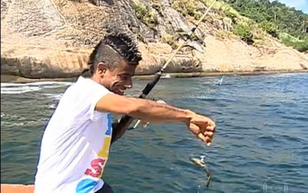 Leonardo Moura pescando (Foto: TV Globo)