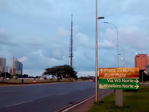 Área central de Brasília com tempo nublado na manhã desta sexta (23) (Foto: Lucas Nanini/G1)