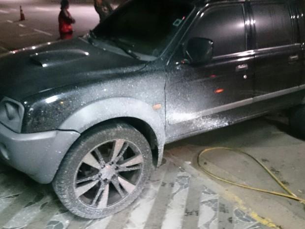 Lateral de carro foi pichado de branco  (Foto: Enio Pestana/Arquivo Pessoal)