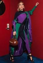 Lady Gaga posa com bolsa temática em clima de Super Bowl
