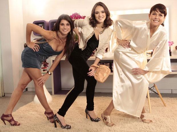 Chandelly e Isabelle fazem pose ao lado de Xuxa (Foto: Cheias de Charme / TV Globo)