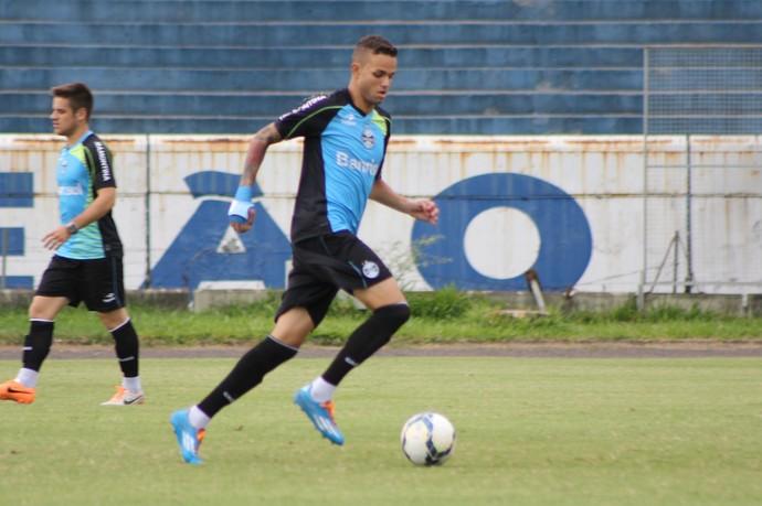 Luan treina com o restante do elenco do Grêmio (Foto: Diego Guichard)