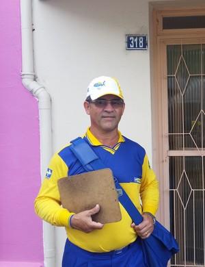 O carteiro Lucas disse que vai acompanhar a partida no Estádio Colosso da Lagoa neste sábado (Foto: Régis Melo)