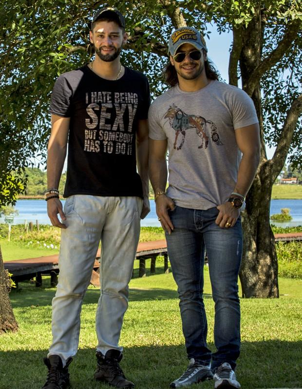 Munhoz e Mariano posam para as lentes do Gshow (Foto: Gabriel Nascimento/Gshow)
