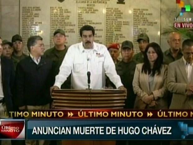 O vice-presidente da Venezuela, Nicolás Maduro, anuncia a morte de Hugo Chávez (Foto: Telesur/AFP)