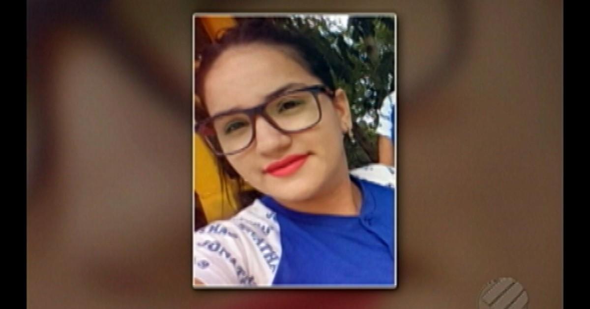 Resultado de imagem para Uma adolescente foi assassinada a tiros a poucos metros da escola onde estudava, em Marabá, sudeste do estado, nesta segunda-feira (29). Valéria Cristina Araújo, de 15 anos, foi assassinada quando caminhava para a escola Jonathas Athias, no bairro da Nova Marabá.
