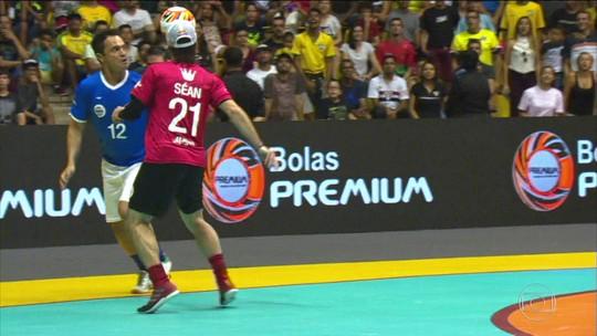 Com show de Falcão, time brasileiro vence o Desafio Reis do Drible