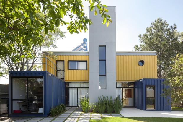 Casal vive em casa feita com containers h 6 anos casa - Casa container espana ...