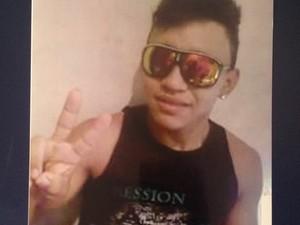 Vítima foi identificada como Ruan Figueira Fialho (Foto: Karla Lima/G1)