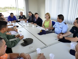 Autoridades brasileiras e venezuelanas se encontram em Pacaraima (Foto: Neto Figueredo)