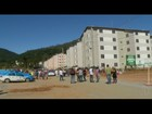 Grupo protesta por pagamento de aluguel social em Teresópolis, no RJ