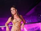 Rita Mattos, a Gari Gata, vai a balada com vestido transparente