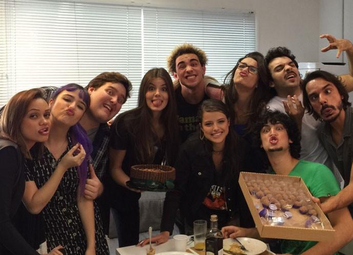 Camila, Agatha Morais, Gabriel Leone, Bella Piero, Mariana Molina e grande elenco brincam para a câmera (Foto: Arquivo Pessoal)