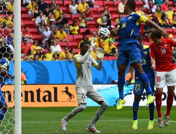 mehmedi gol suiça x equador (Foto: AFP)