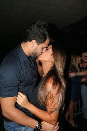 Nicole Bahls e o namorado, Marcelo Bimbim, em show na Zona Sul do Rio (Foto: Fred Pontes/ Divulgação)